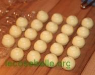 Pralinenhohlkugeln weiß
